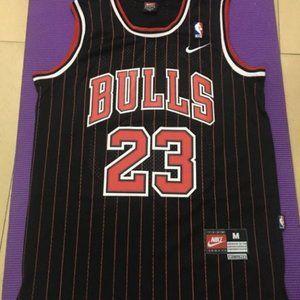 Michael Jordan Bulls #23 Red Stripe Classic Black